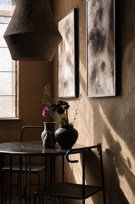 juego de luces y sombras en la decoración wabi sabi